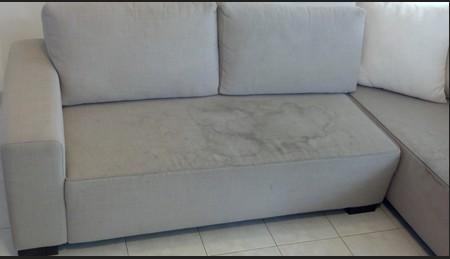 ניקוי ספה מבד עם כתמי שתן